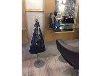 Stojan na kabelky s mosaznou koulí  8209194d36f